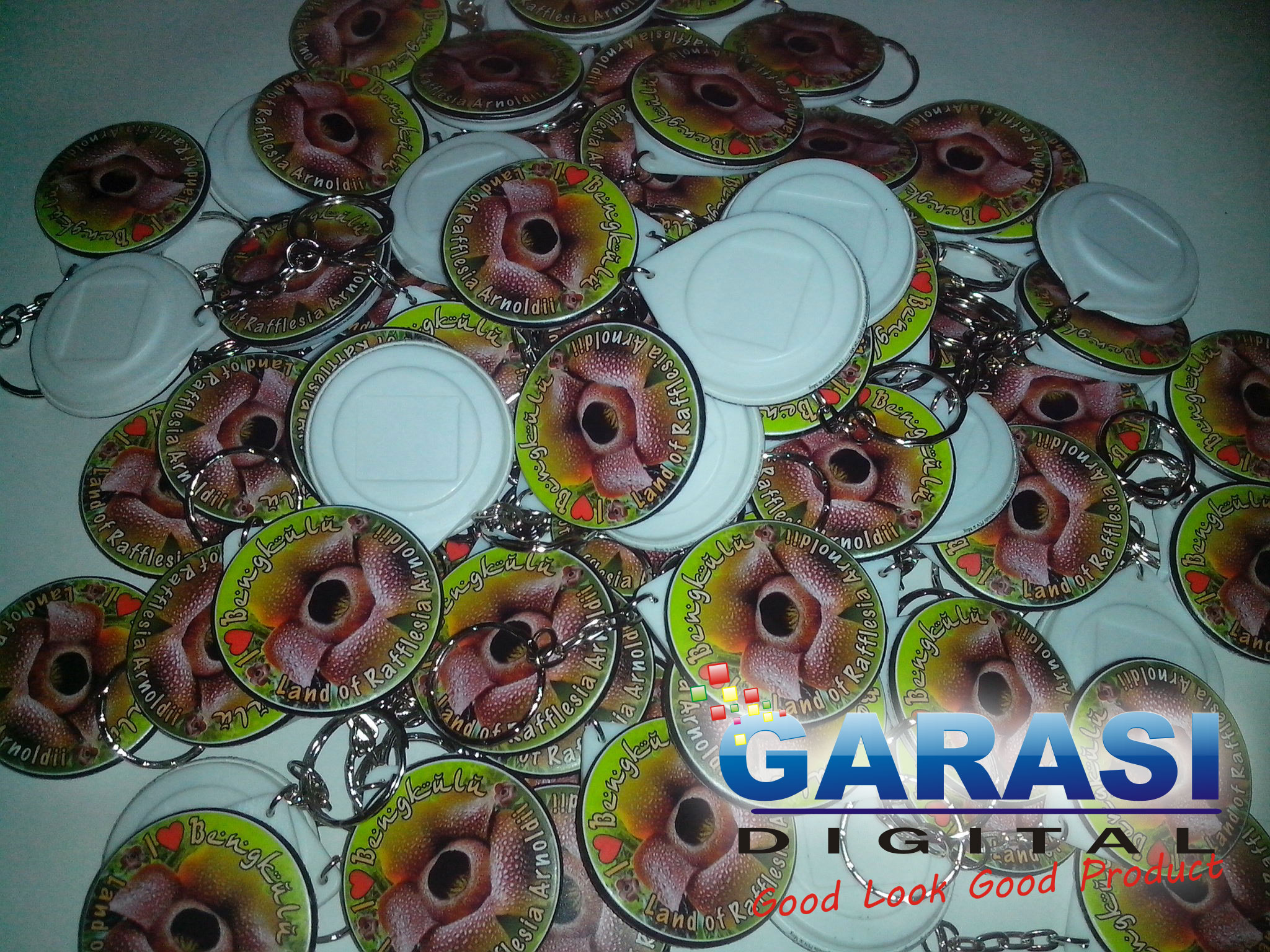 Pin Gantungan Kunci 44mm I Love Rafflesia